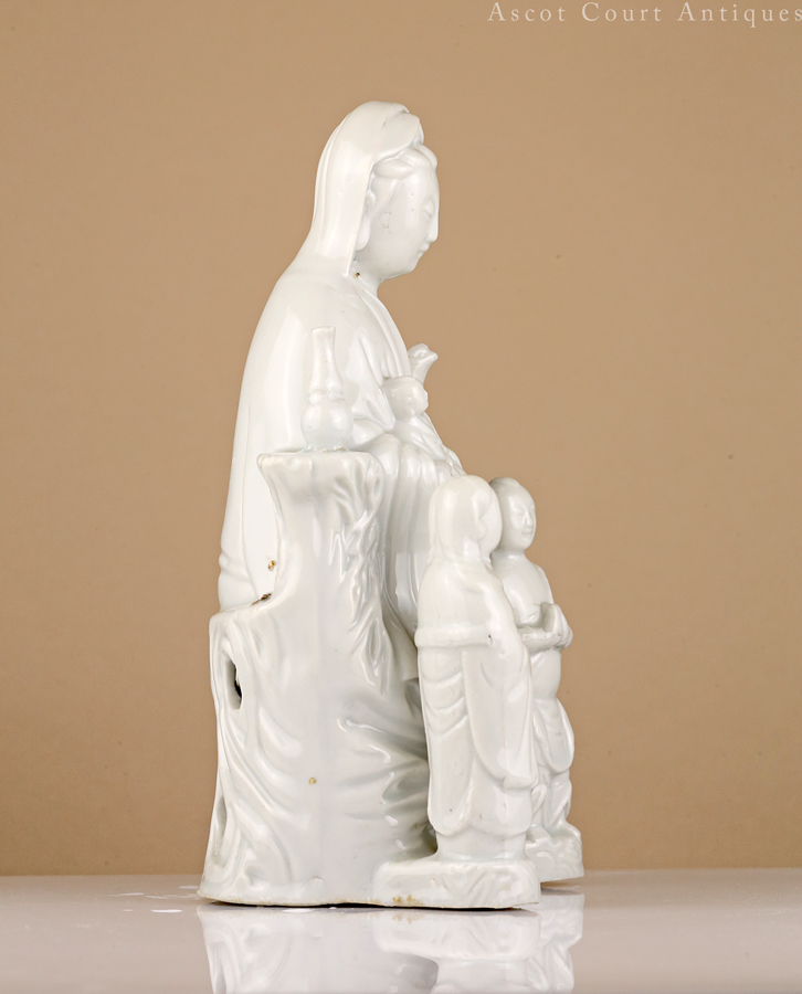 Early Qing Kangxi Dehua Blanc de Chine Figure of Guanyin