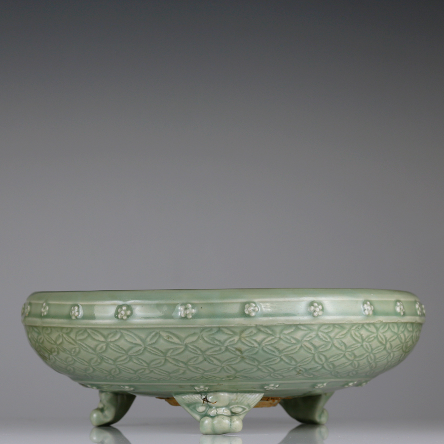 Yuan Longquan Tripod Censer or Narcissus Bowl