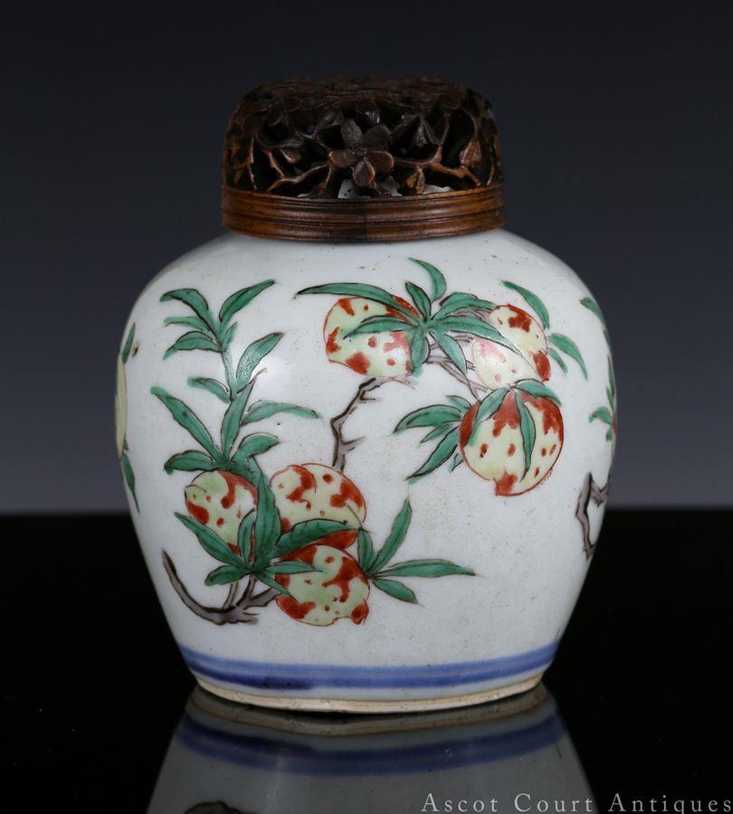清顺治 五彩桃榴二果小罐 Transitional Shunzhi Wucai Jar with Peaches and Pomegranates