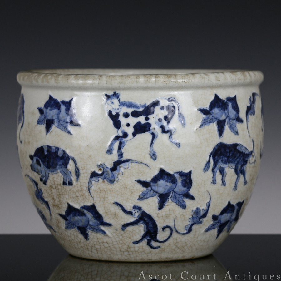 清 青花哥釉十二生肖图小缸 Late Qing Ge-type Blue and White 'Zodiac' Jardiniere